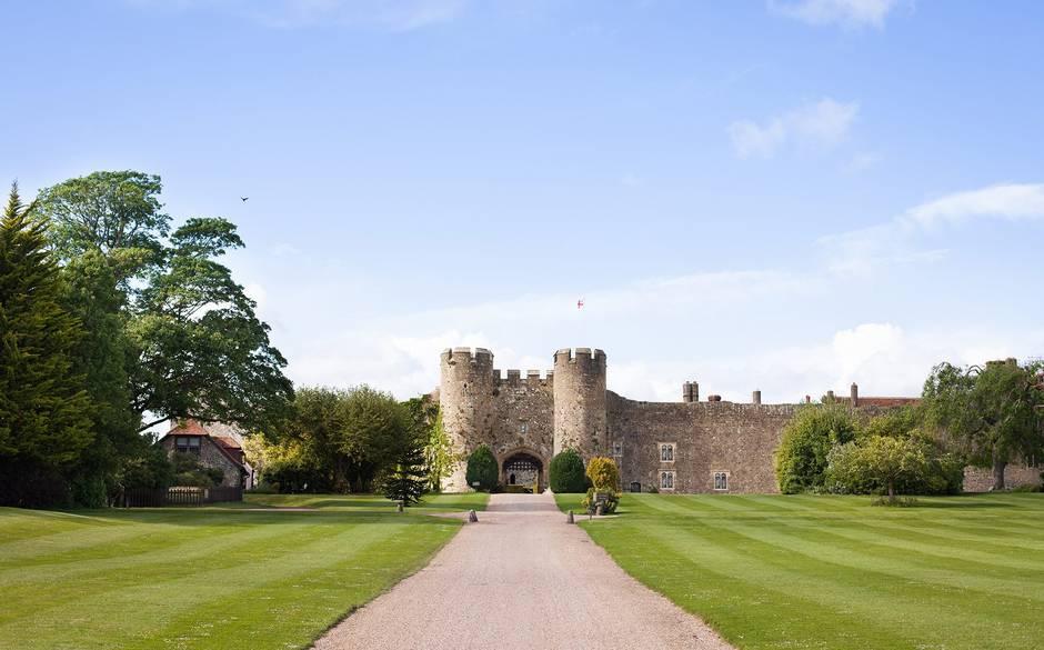 10 khách sạn lâu đài đẹp nhất thế giới